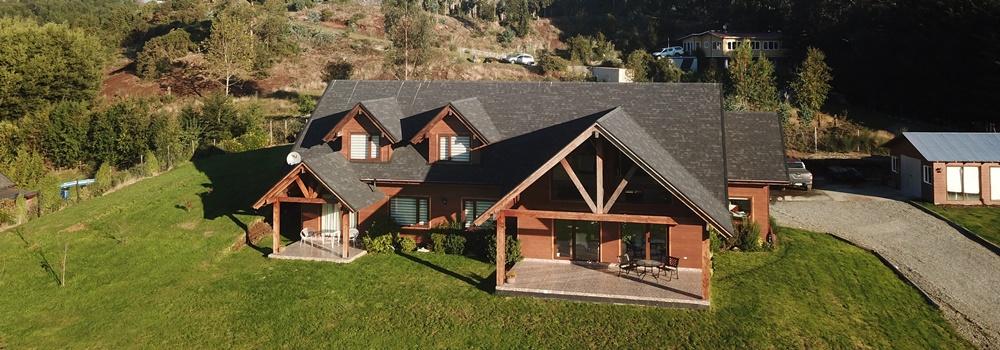 Estupenda casa nueva en parcela con vista al lago